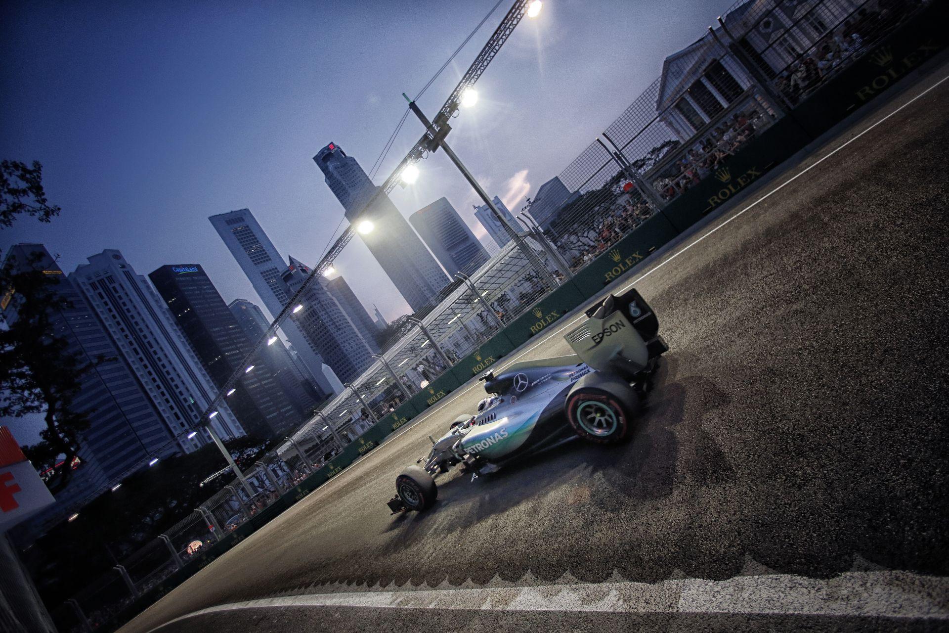A feje tetejére állt a világ: A Mercedes szerint Szingapúrban a negyedik hely volt a maximum!