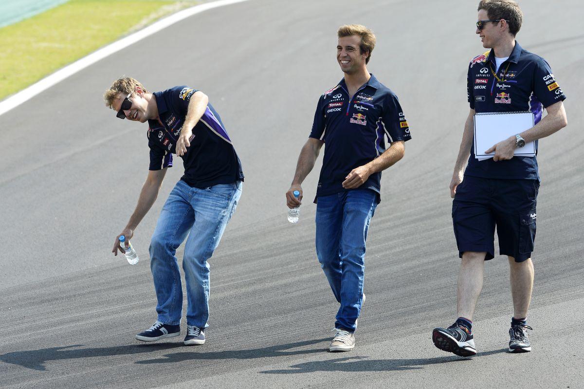 Aki a legtöbb pontot szerzi, azé a cím: Vettel szerint Hamilton és Rosberg is megérdemelné