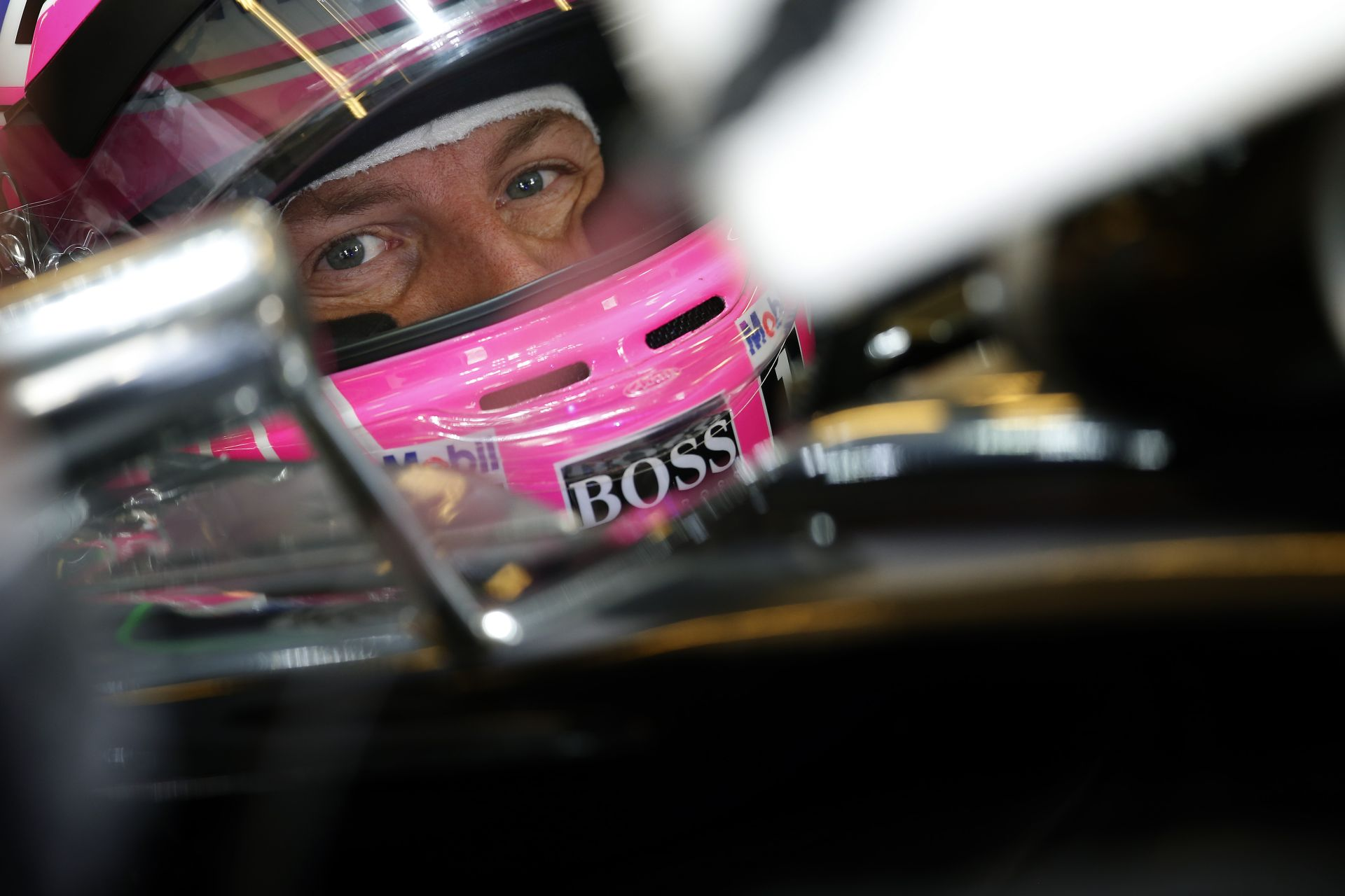Button: Nem tudom, hogy miért kell ennyit várnia a McLarennek a döntéssel…