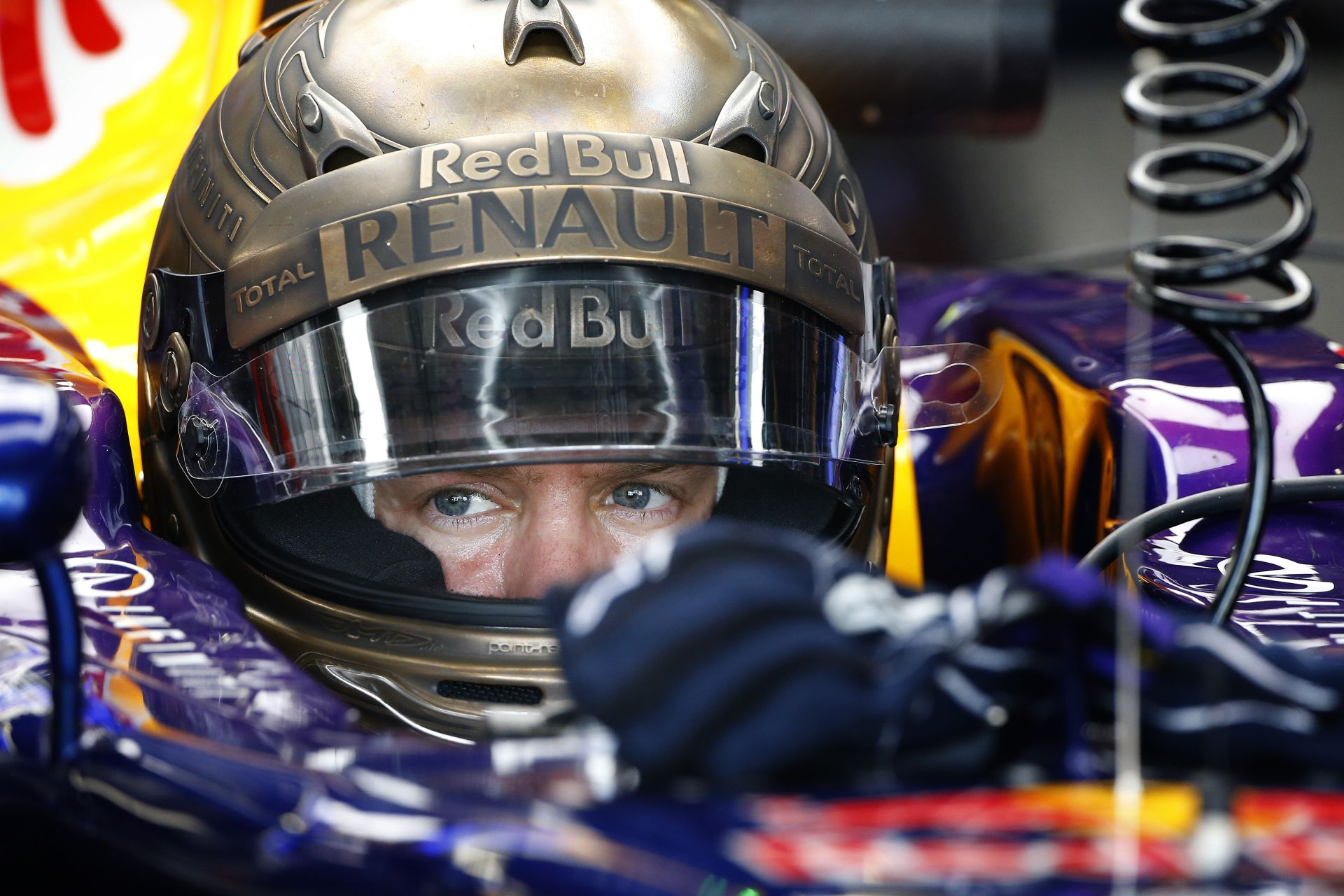 Érik az év legnagyobb szenzációja a Forma-1-ben: Vettel a Ferrarihoz, Alonso a McLarenhez tart