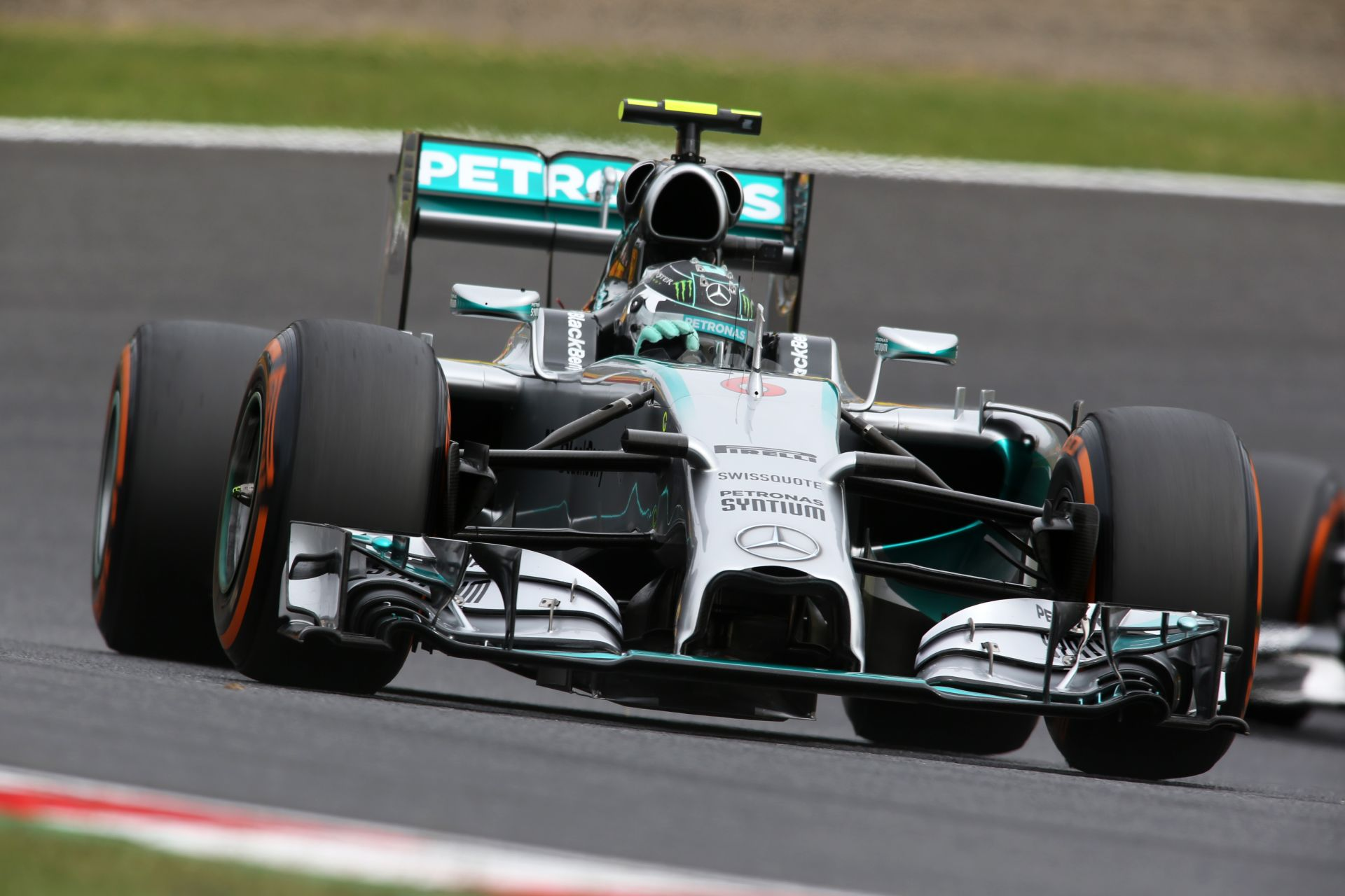 Videón Rosberg rajtelsőségét érő köre Suzukából
