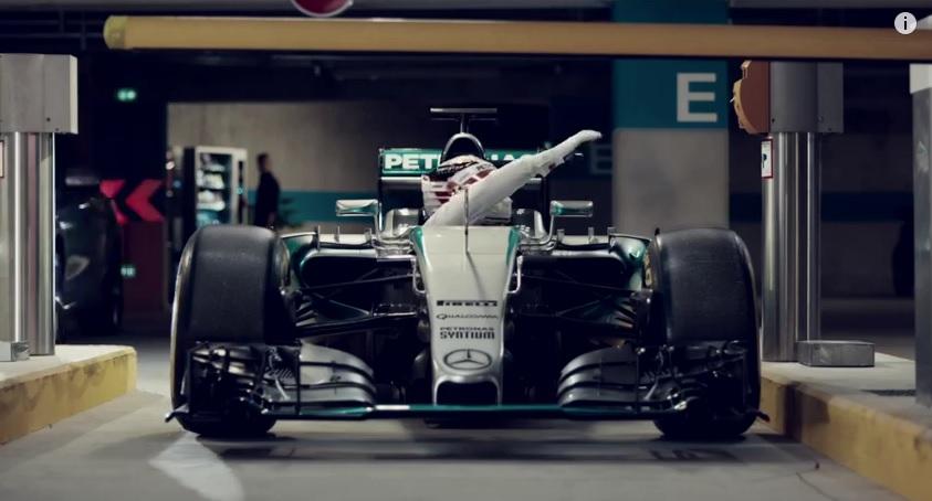 Hamilton ezt alaposan megszívta: ebből nem lesz parkolójegy!