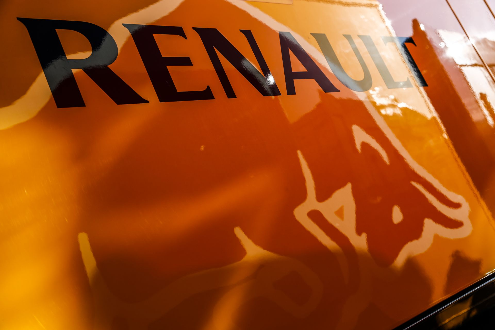 A Renault is junior programot akar – úgy sokkal olcsóbbak a Forma-1-es versenyzők!