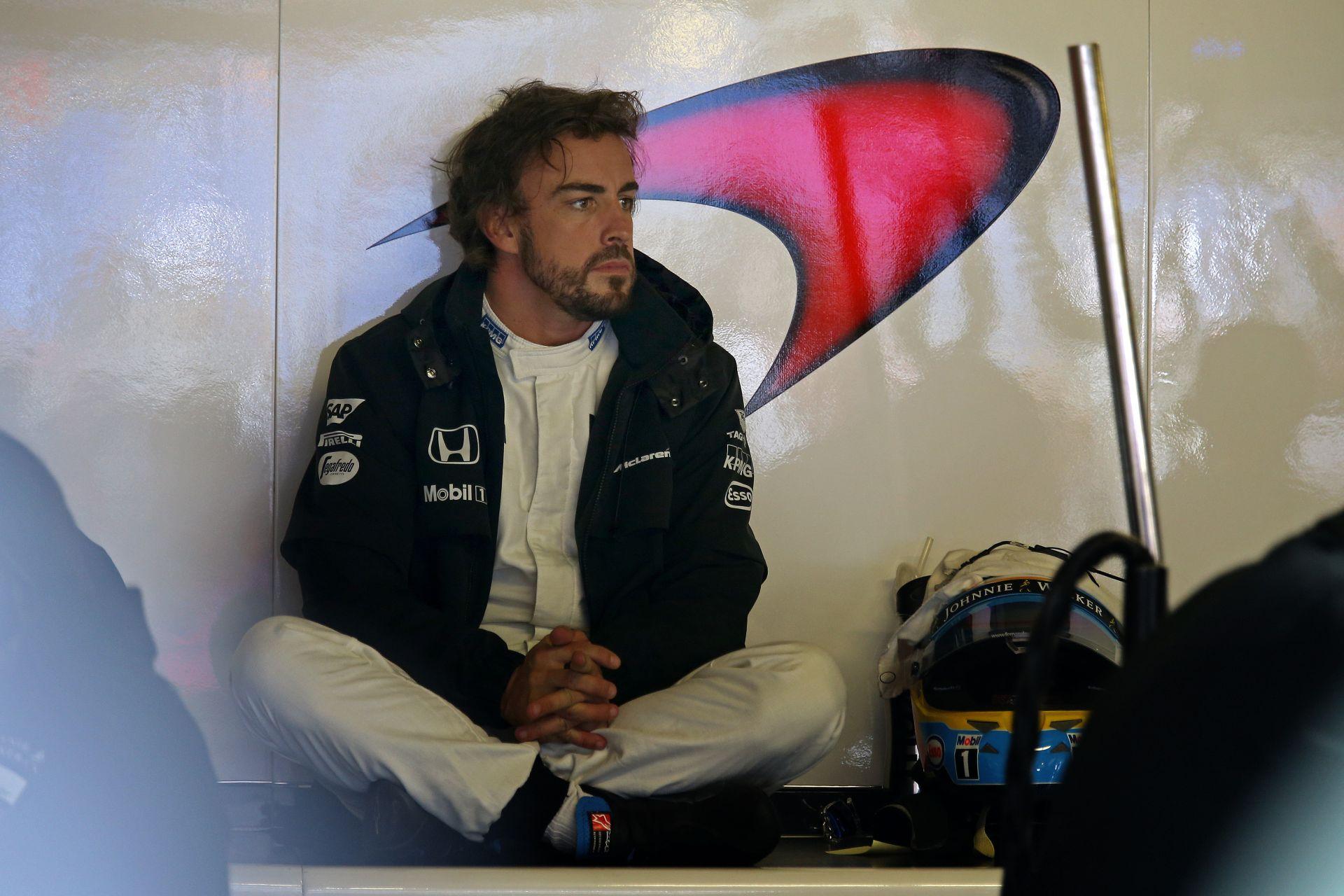 Videón ahogy elfogy az erő Alonso teljesen új Honda motorjából a McLarenben: Ciki
