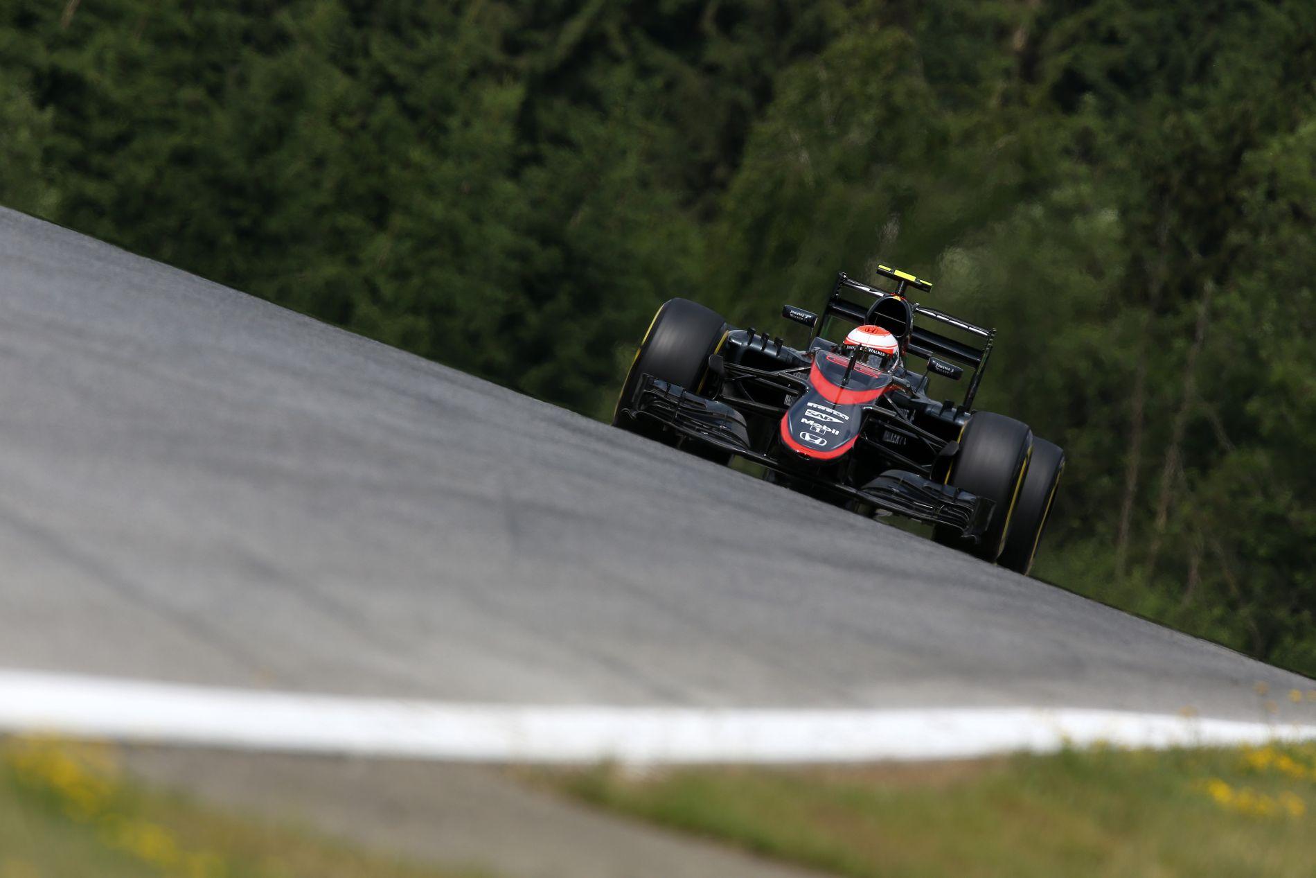 Ismét rezeg a léc a McLarennél, de Alonso és Button is bizakodik