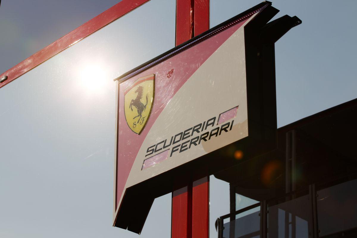 Csütörtök este vacsora volt a Ferrarinál: egységes csapat jobban boldogul a problémákkal