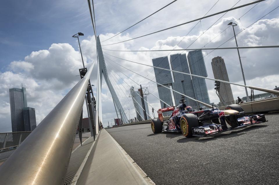 Így vezet F1-es autót a 16 éves Max Verstappen: Arcátlanul fiatal
