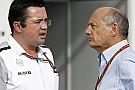 A McLaren tagadja, hogy Ron Dennis jól s*ggbe rúgta volna Eric Boulliert!