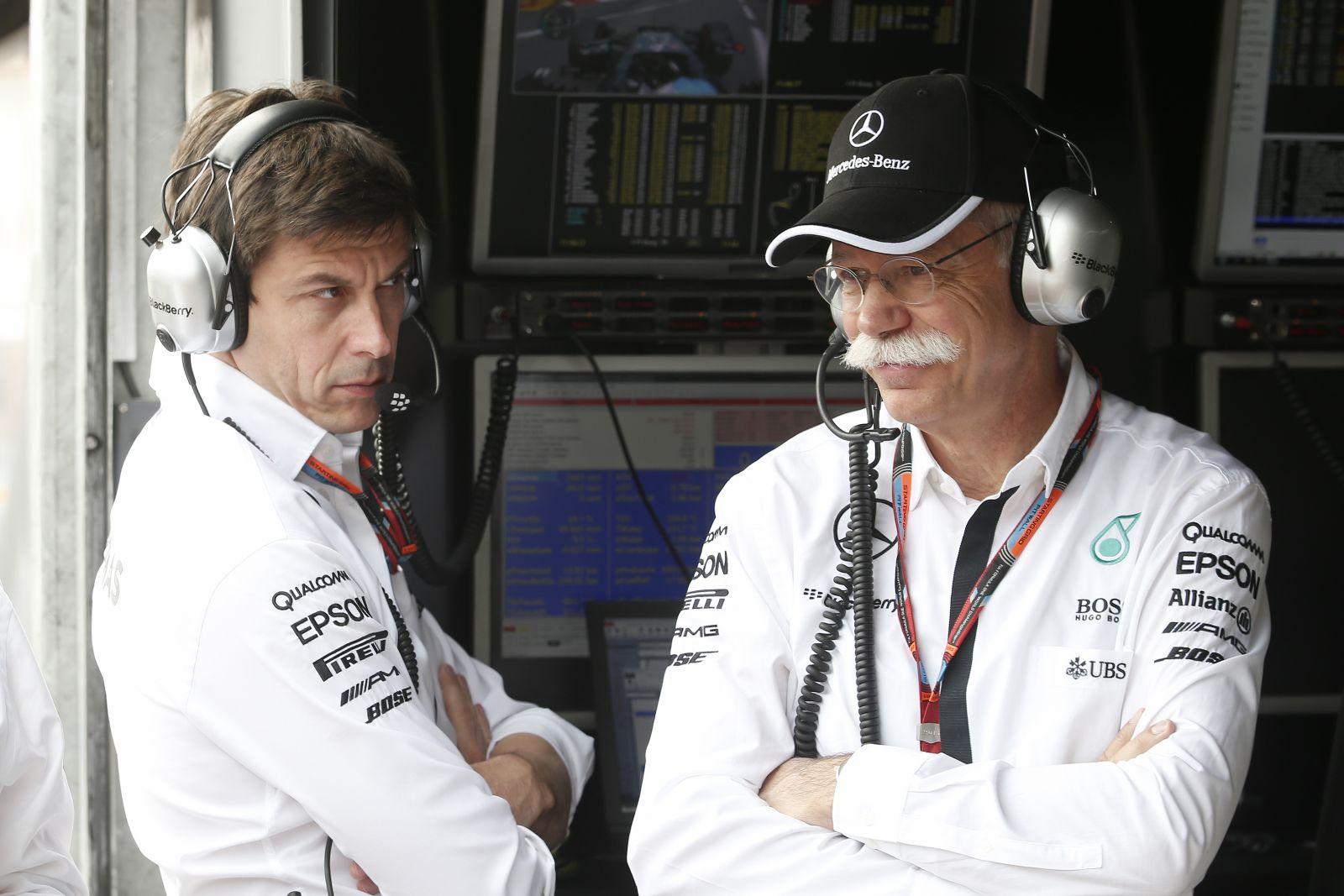 """Gond volt a matekkal a Mercedesnél: védekeztek a """"nem létező"""" Vettel ellen"""