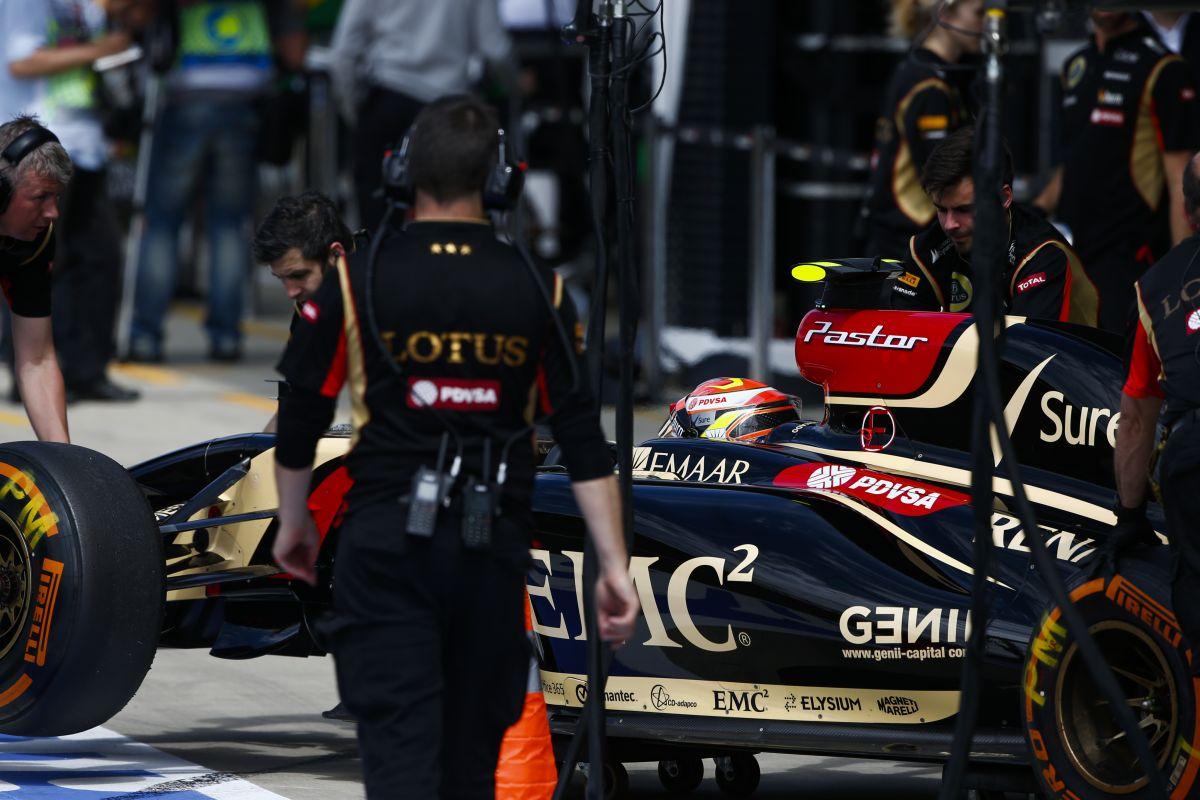 Maldonadót kizárták az időmérőről - újabb szerencsétlen nap a Lotusnál