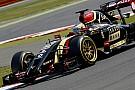 Alonso és Vettel a király, de mit keres itt egy szexi MILF? Pimp My Ride gumik az F1-ben!