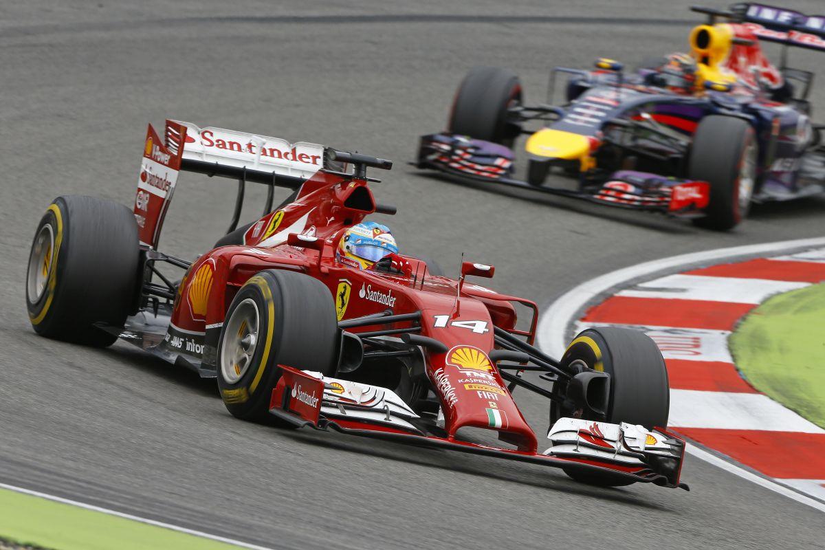 Még 100 méter, és Ricciardo elmegy Alonso mellett: 8. fokozatban az utolsó körben