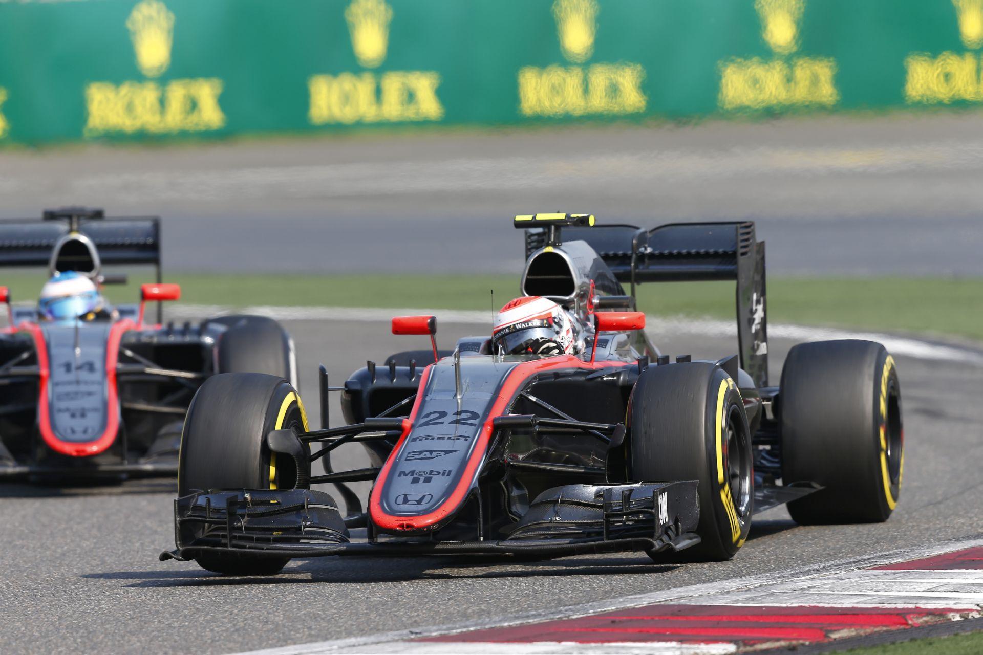 A McLaren-Honda versenyzői a már ismert célokkal érkeznek meg Bahreinbe