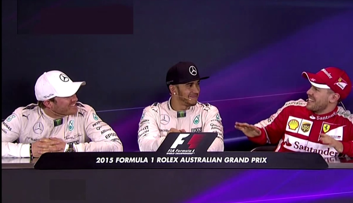 """Videón az Ausztrál Nagydíj legnagyobb jelenete: Érdemes figyelni Hamilton arcát, amikor Rosberg és Vettel """"oltogatja"""" egymást"""