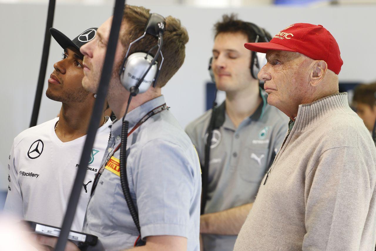 Hamilton újrabútorozta az életét: Lauda a mentor, óvják a britet az aljas környezettől