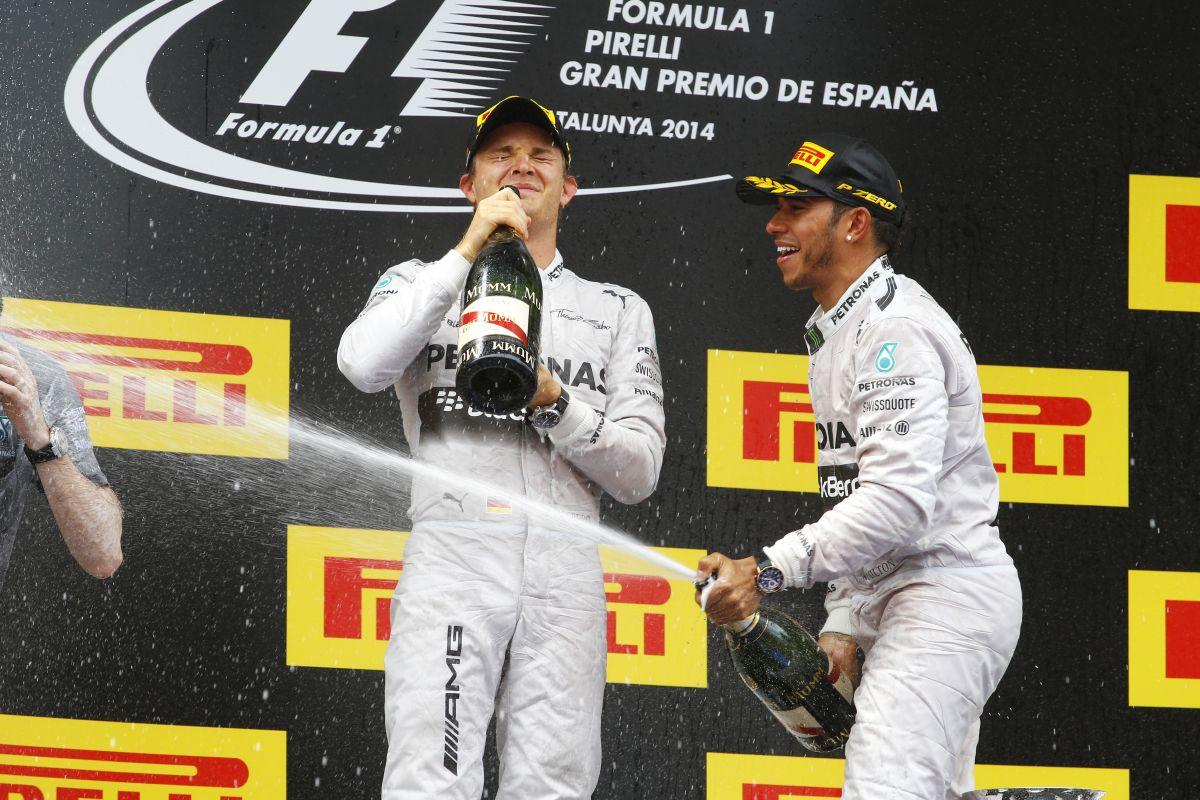 Hamilton: Ellentétben Sebastiannal, nekem versenyezni kell a csapattársam ellen