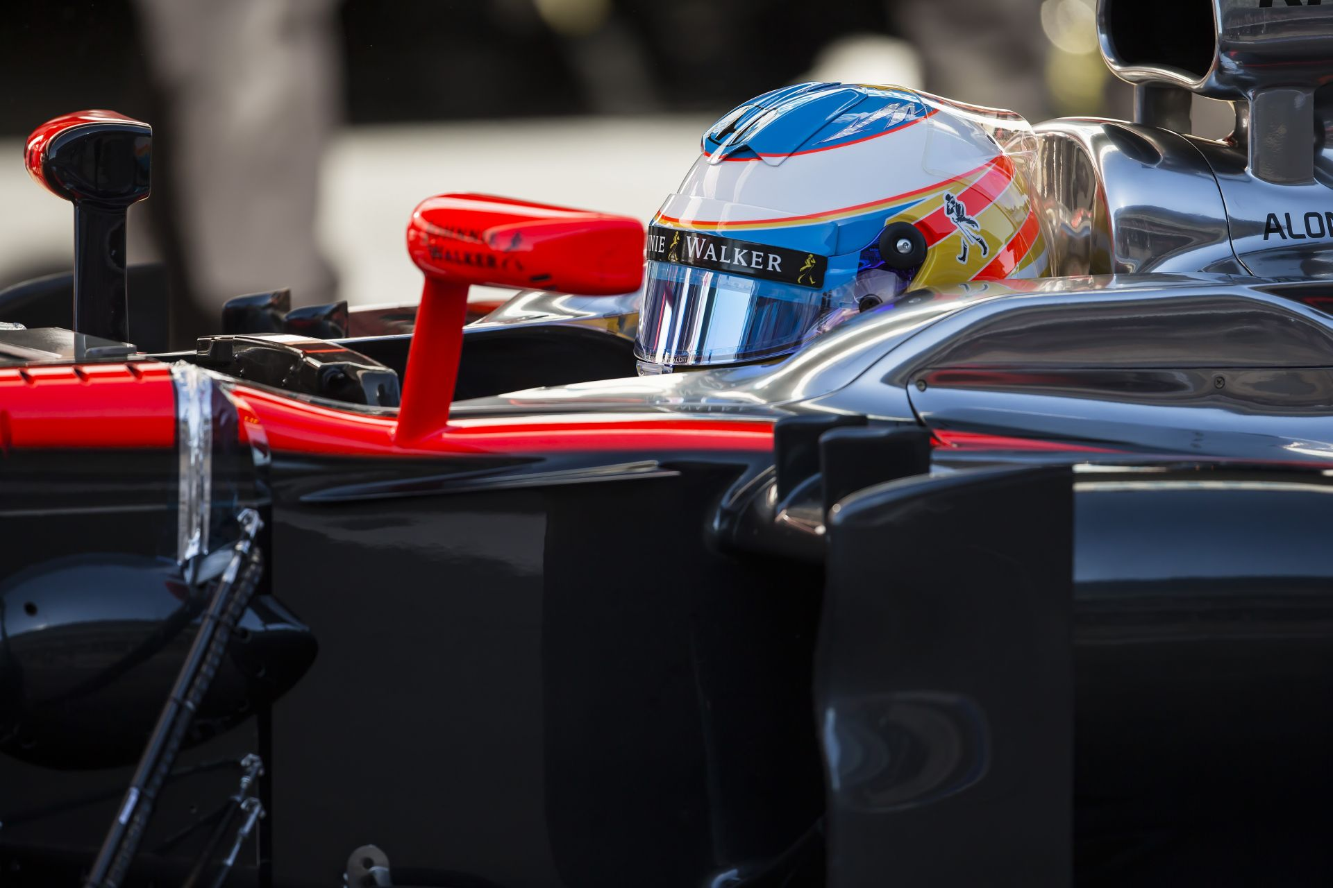 A McLaren megerősítette: Alonso elutazik Malajziába, és ha az utolsó vizsgálatok is sikeresek, pályára gurul