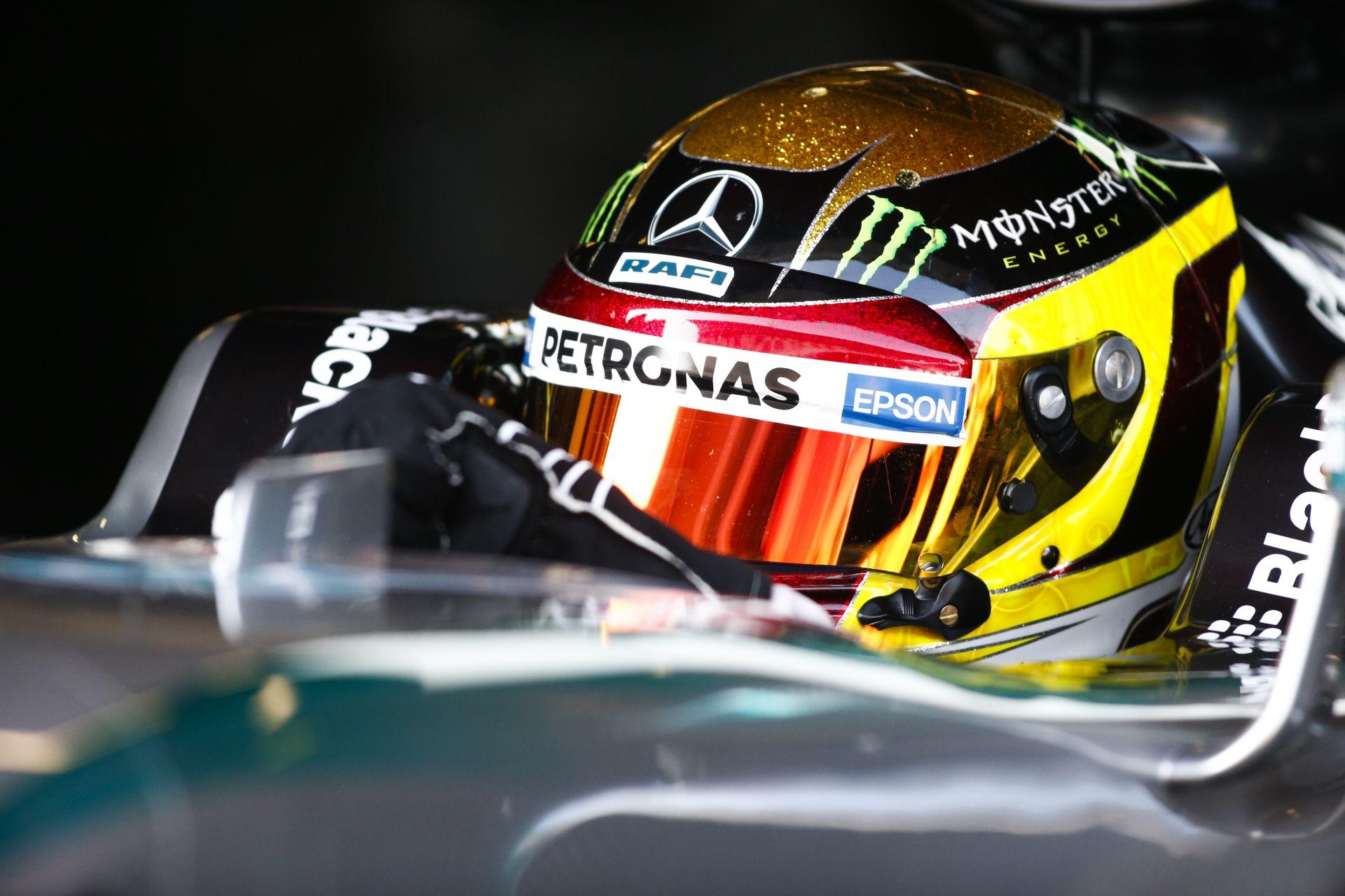 A Mercedes tartalékjának van a legmenőbb sisakja?