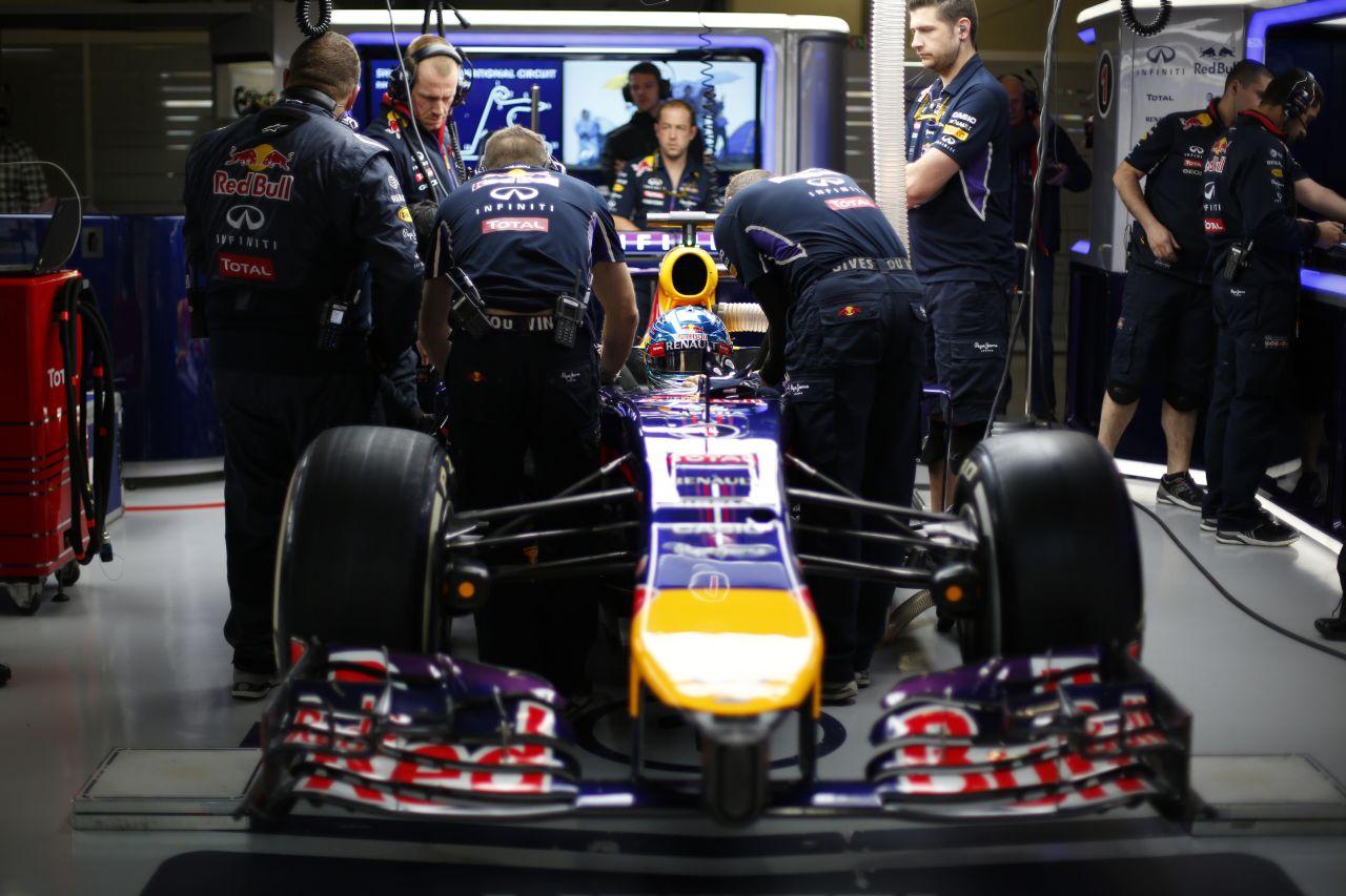 Ismét szenzorgondok a Red Bullnál: Vettel autójában adta meg magát a műszer