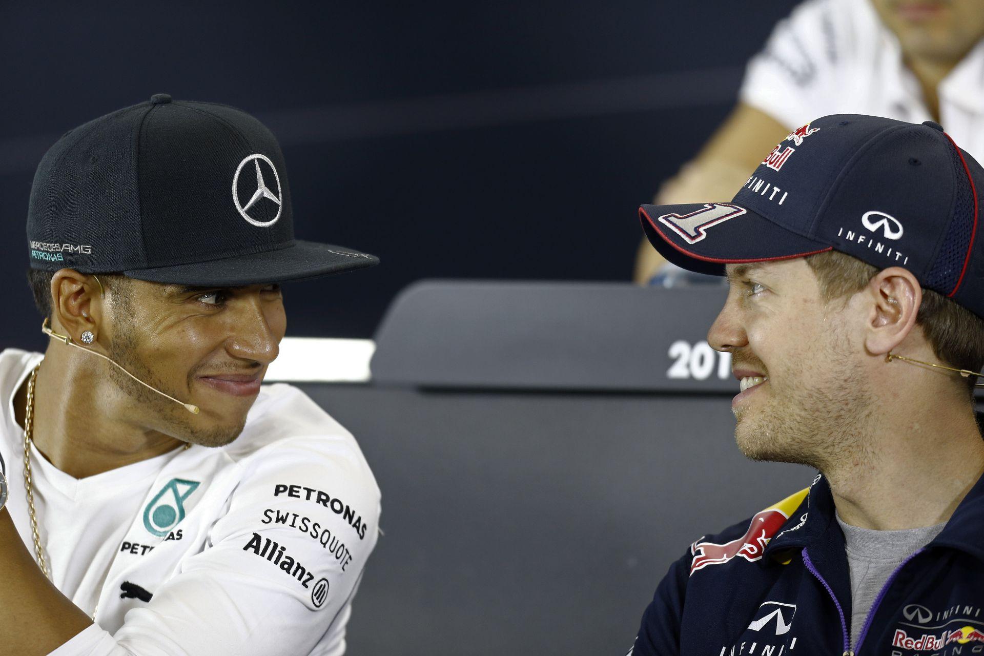 Hamilton: Most kell igazán vezérnek lennie Vettelnek, amikor bajban van a Red Bull