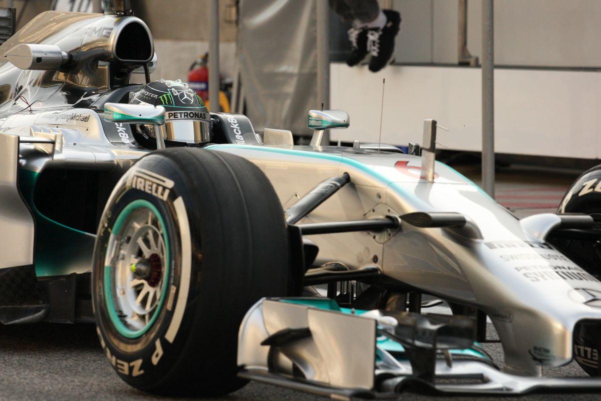 Egy különleges felvétel a Mercedestől: Mozgó kamera Rosberg és Hamilton új autóján