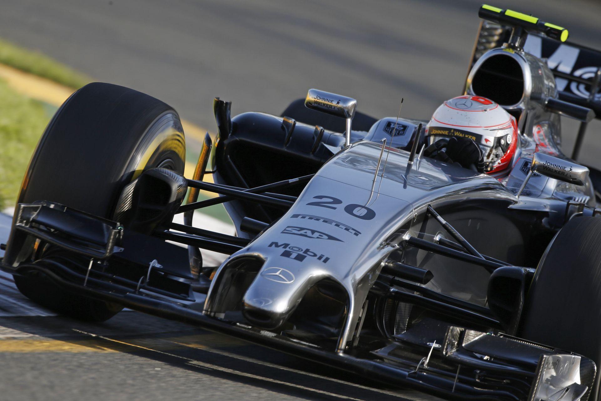 A McLaren nem viccel, Barcelonára utolérné a Mercedest