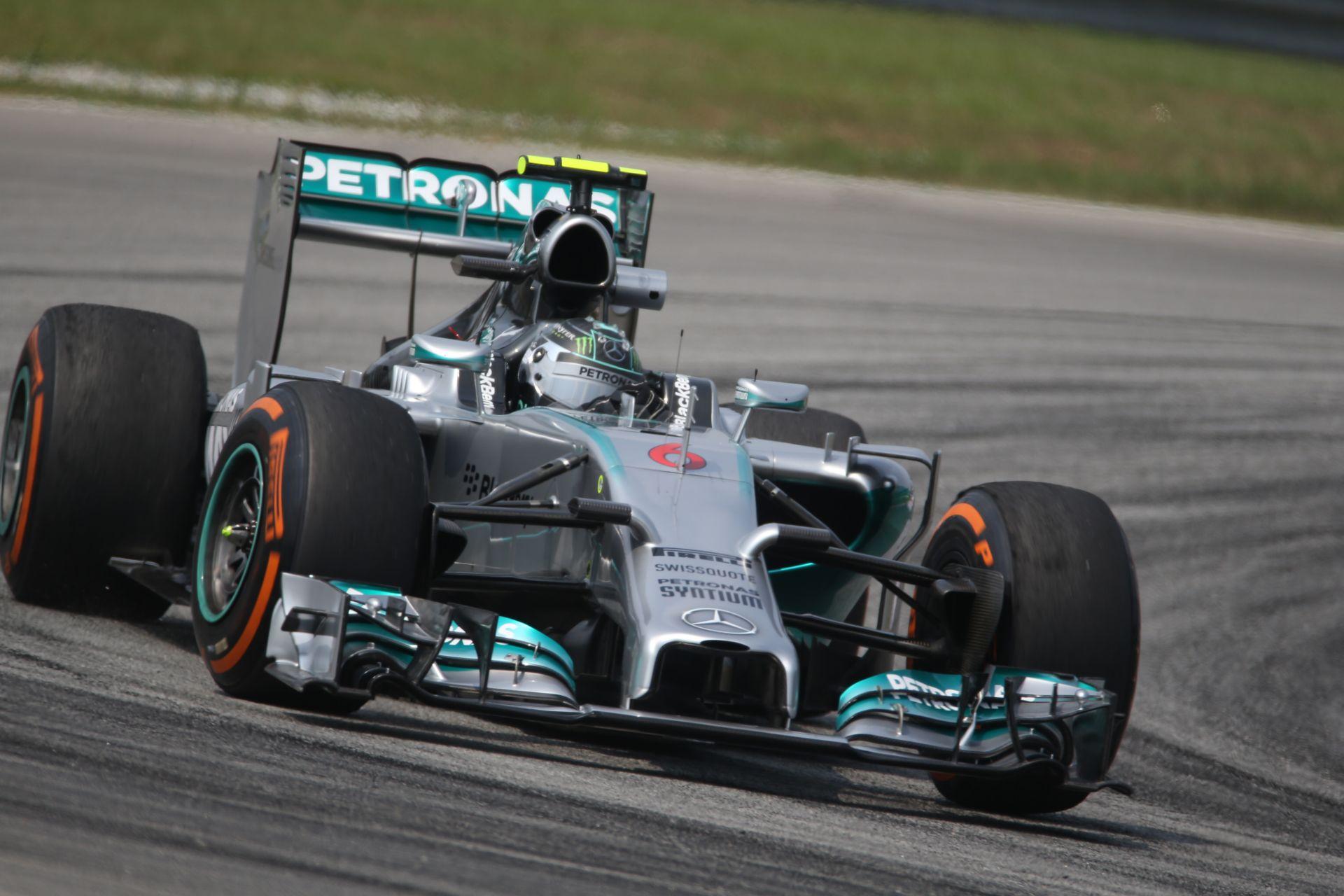 Rosberg nyerte a második edzést Malajziában Raikkönen és Vettel előtt! Darabokra hullik a Lotus