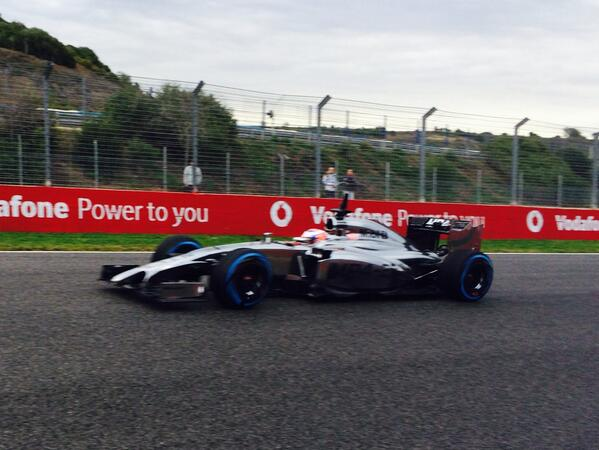 Trükkös felfüggesztés a McLarenen: vajon legális a négy profil a hátsó szárny alatt?