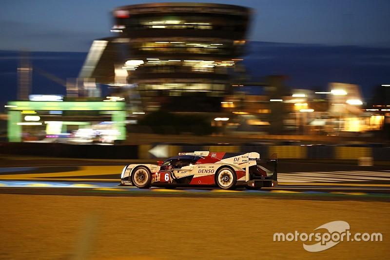 Toyota leidt de dans halverwege 84e 24 uur van Le Mans