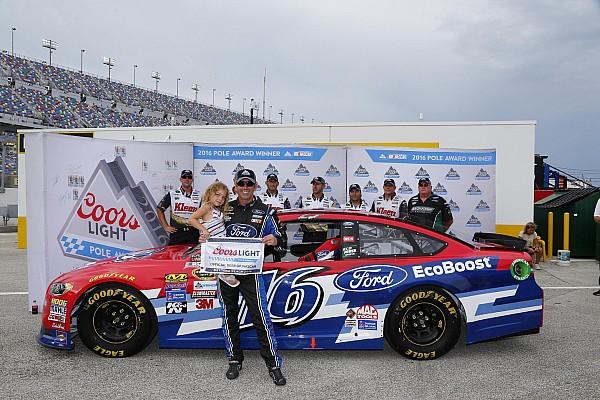 Greg Biffle tomó una sorpresiva pole position en Daytona