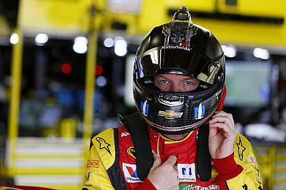 Earnhardt Jr. seguirá fuera debido a los síntomas de conmoción cerebral