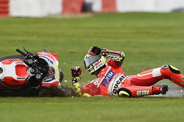 Iannone Silverstone'da kol ağrısı yüzünden hakimiyetini kaybetti
