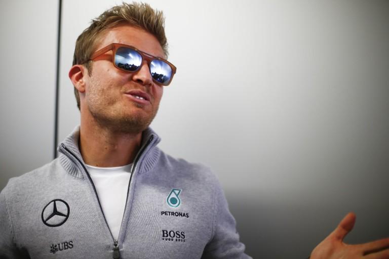 Rosberg és az orosz rajtrács lányok: nem rossz társaság