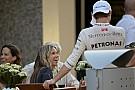 Rosberg a nejével letette a hajós jogosítványt - most már szelhetik a habokat!