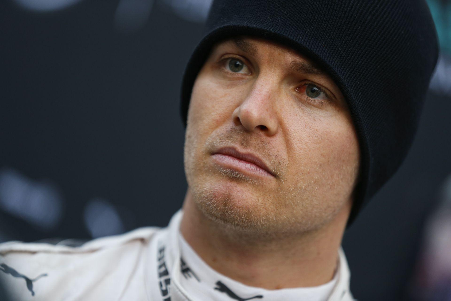 Buttonhoz hasonlóan Rosberg is tudja, hol kell biciklizni!