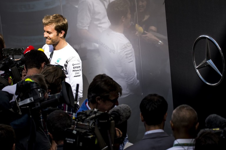 Rosberg lassan nagyobb szelfis lesz, mint Hamilton