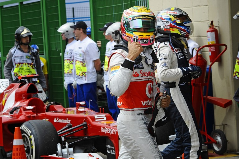 Tündéri: Hamilton és a McLaren-overálos vörös hajú kislány!