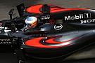 Alonso is szépen betette a McLarent a szűk 8-asba Bakuban