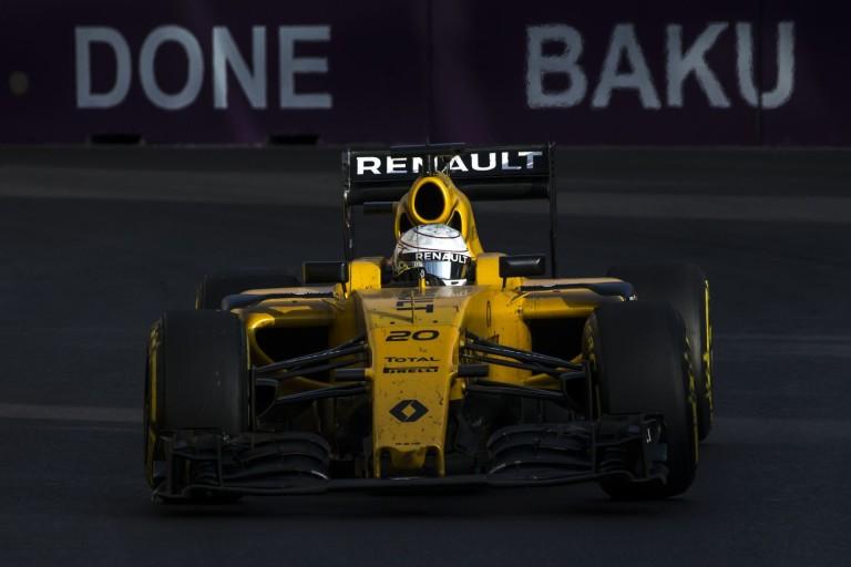 Olyan hangja van a V8-as F1-es Renault-nak, hogy megsüketülsz