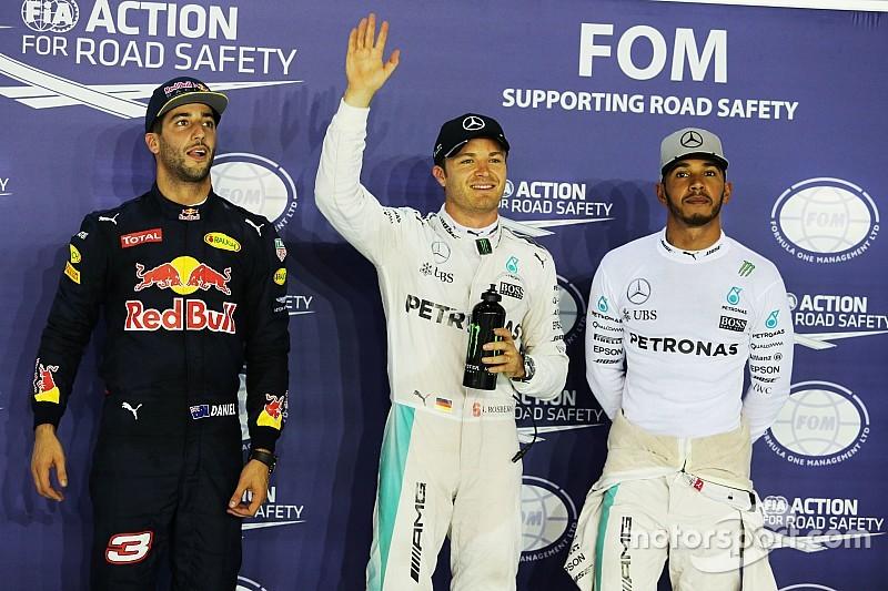 """Red Bull in een zeer sterke positie"", erkent Hamilton"