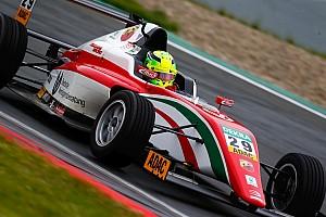 F4 BRÉKING Mick Schumacher az amatőr hibája miatt biztos győzelmet bukott el Imolában