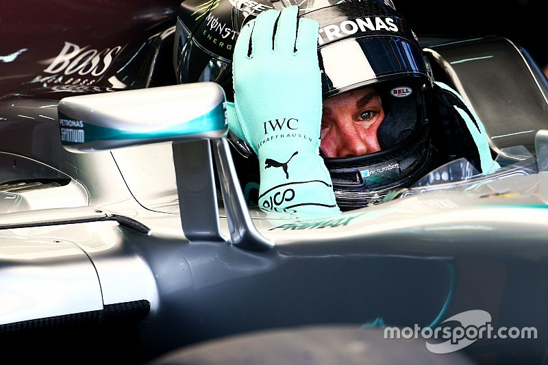 Suzuka, Libere 1: Rosberg detta il passo, Alonso va a sbattere