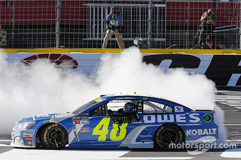 Favoritensterben beim 4. Chase-Rennen: Jimmie Johnson siegt in Charlotte