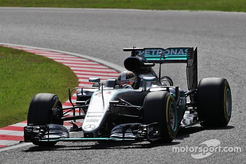 Hamilton manda y Mercedes aplasta en FP1