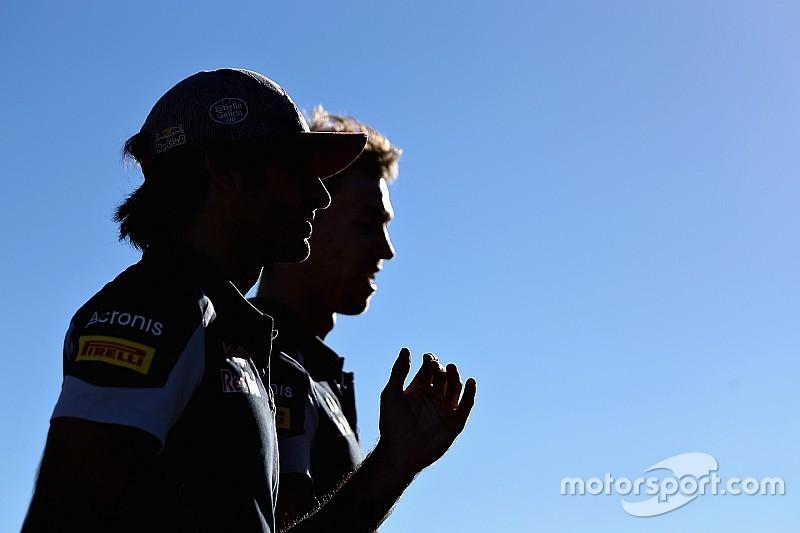 """Sainz cree que Kvyat """"se merece"""" continuar en Toro Rosso"""