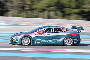 EGT News Heinz-Harald Frentzen testet elektrisches GT-Auto
