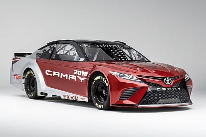 Toyota muestra su nuevo Camry para NASCAR