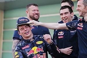 """Formule 1 Nieuws Horner: """"Verstappen net een labradorpup die overal zijn neus in wil steken"""""""