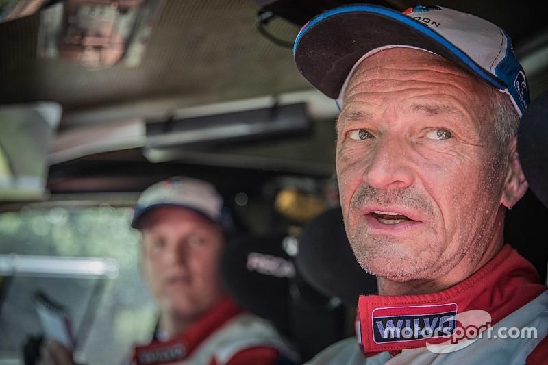 """Van Loon reed op safe: """"Auto een paar keer bijna kwijt in de modder"""""""