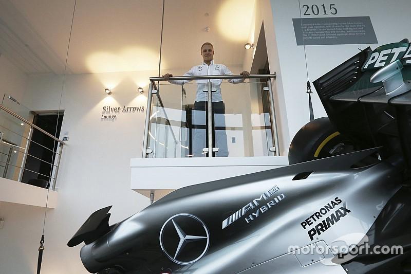 Lewis Hamilton da la bienvenida a Valtteri Bottas